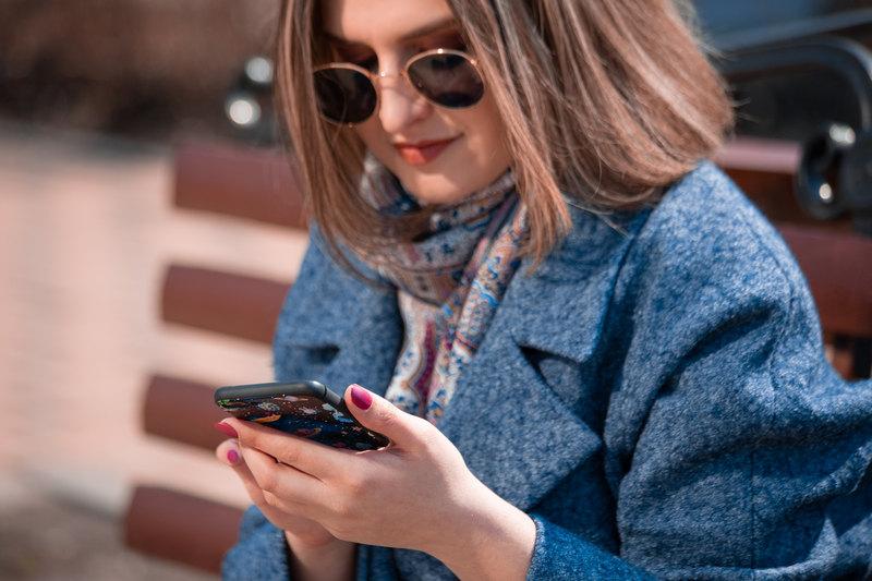 women viewing text message-8x6